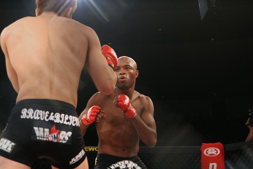 岡見はUFCで戦い続けた(C)2012Zuffa.LLC.