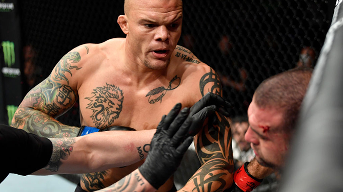 (L-R) <a href='../fighter/Anthony-Smith'>Anthony Smith</a> punches <a href='../fighter/Mauricio-Rua'>Mauricio Rua</a> of Brazil in their light heavyweight bout during the <a href='../event/UFC-Silva-vs-Irvin'>UFC Fight Night </a>at Barclaycard Arena on July 22, 2018 in Hamburg, Germany. (Photo by Jeff Bottari/Zuffa LLC)