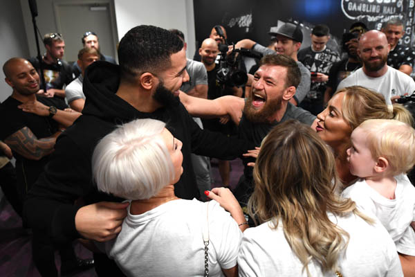 LAS VEGAS, NV - OCTOBER 05:  Singer Drake (L) meets backstage with Conor McGregor of Ireland during the UFC 229 weigh-in inside T-Mobile Arena on October 5, 2018 in Las Vegas, Nevada. (Photo by Jeff Bottari/Zuffa LLC via Getty Images)