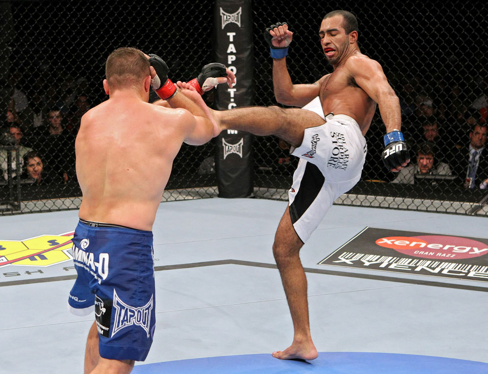 UFC118 Pierce vs. Alves