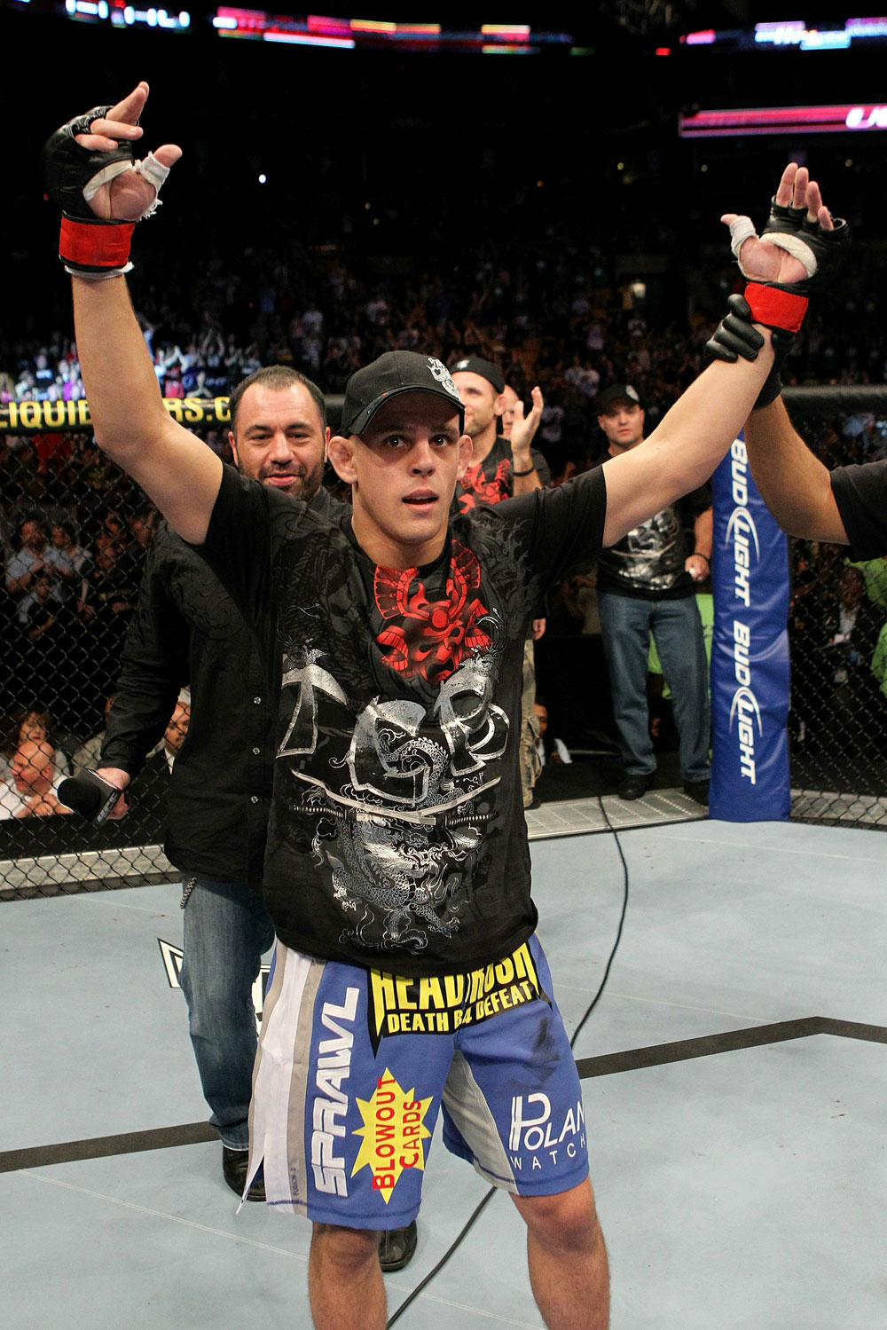 UFC118 Joe Lauzon celebrates