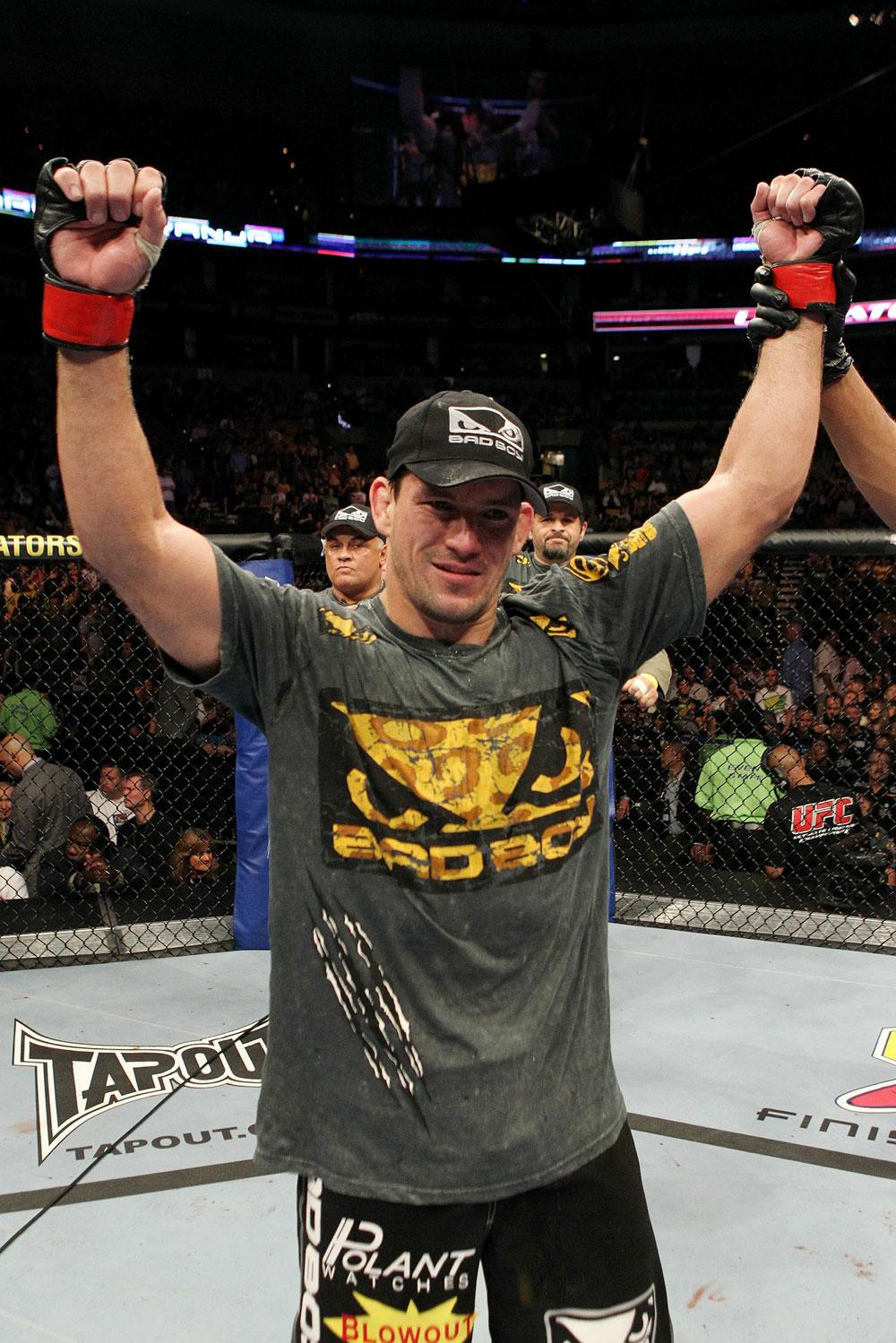 UFC 118 Maia celebrates