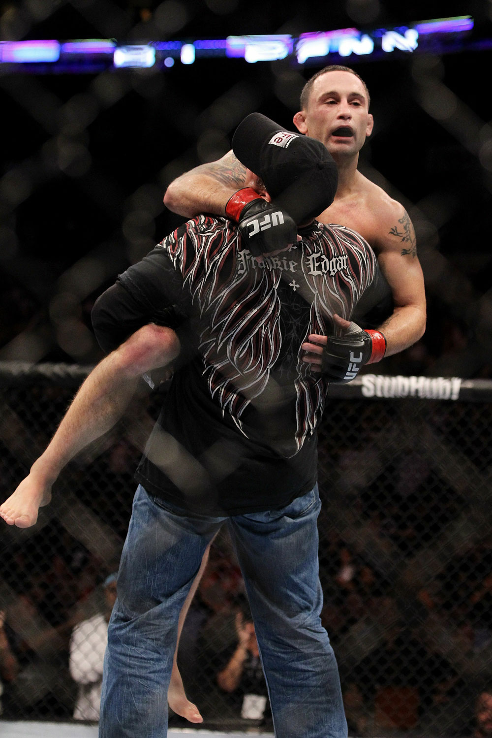 UFC 118 Edgar celebrating