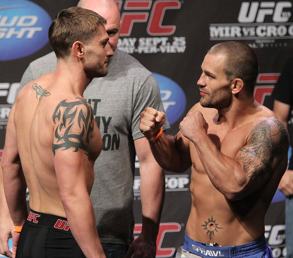 UFC 119 weigh ins: Lopez vs. Lowe
