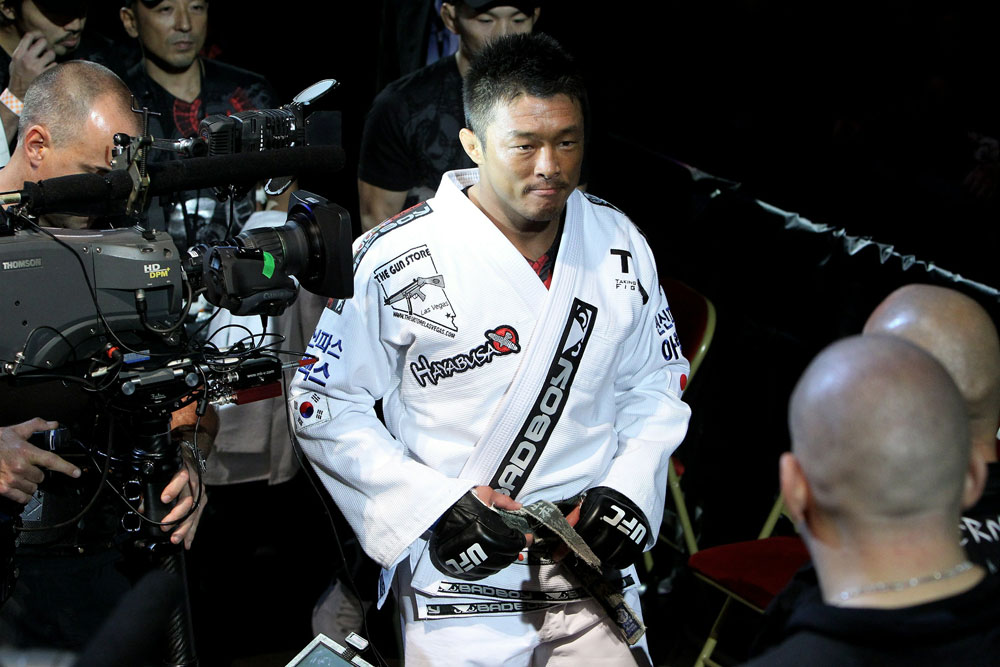 UFC 120: Yoshihiro Akiyama