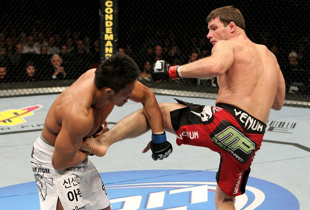 UFC 120: Bisping(R) vs. Akiyama(L)