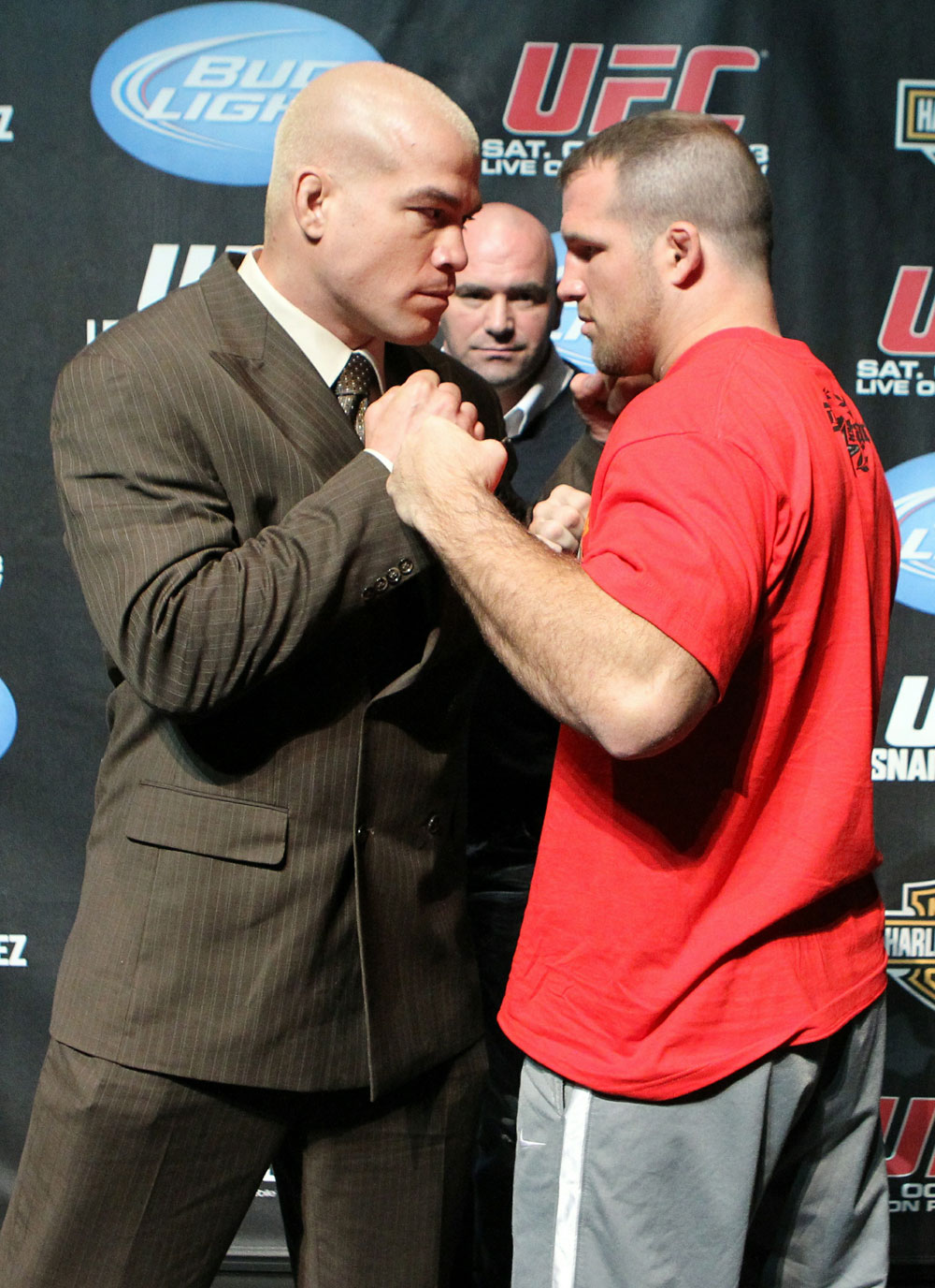 (L-R) Light heavyweights Tito Ortiz and Matt Hamill square off at the UFC 121 pre-fight press conference at the Walt Disney Concert Hall on October, 20 2010 in Los Angeles, California.