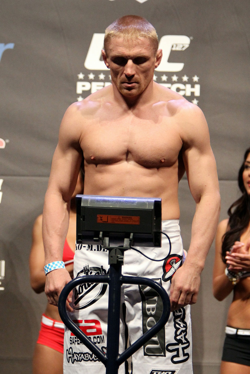 UFC 127 Weigh-in: Dennis Siver