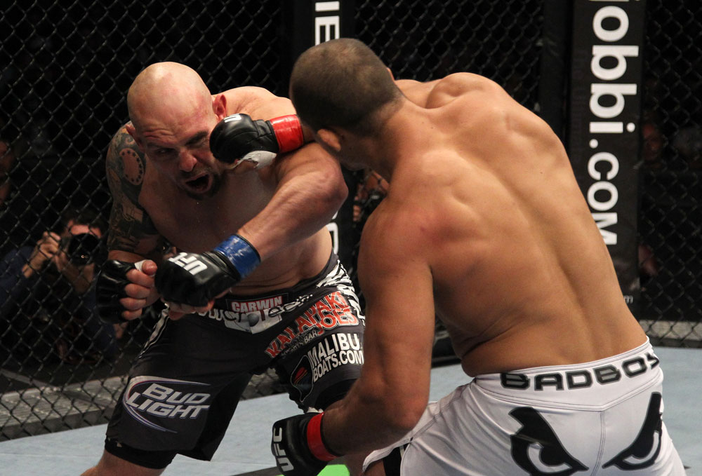 Junior dos Santos vs Shane Carwin