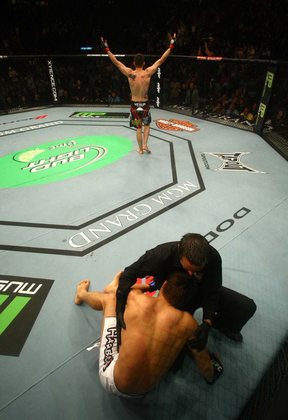 Carlos Condit celebrates his victory over Dong Hyun Kim.