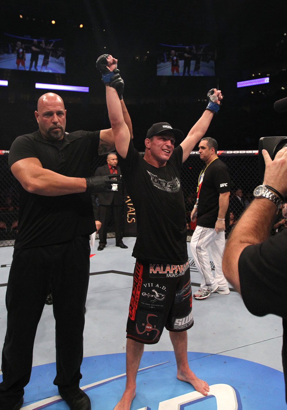 Darren Elkins celebrates his win over Tiequan Zhang