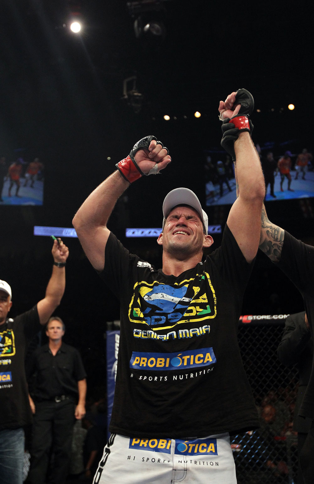 Demian Maia celebrates his win