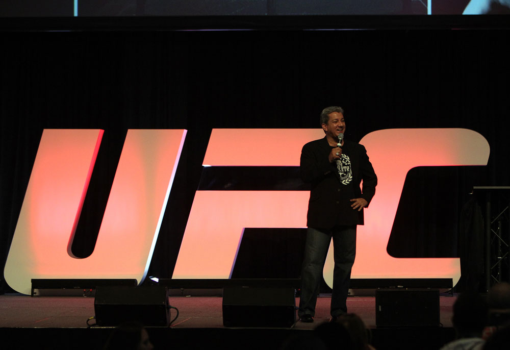 Bruce Buffer interacts with fans during the Q&A
