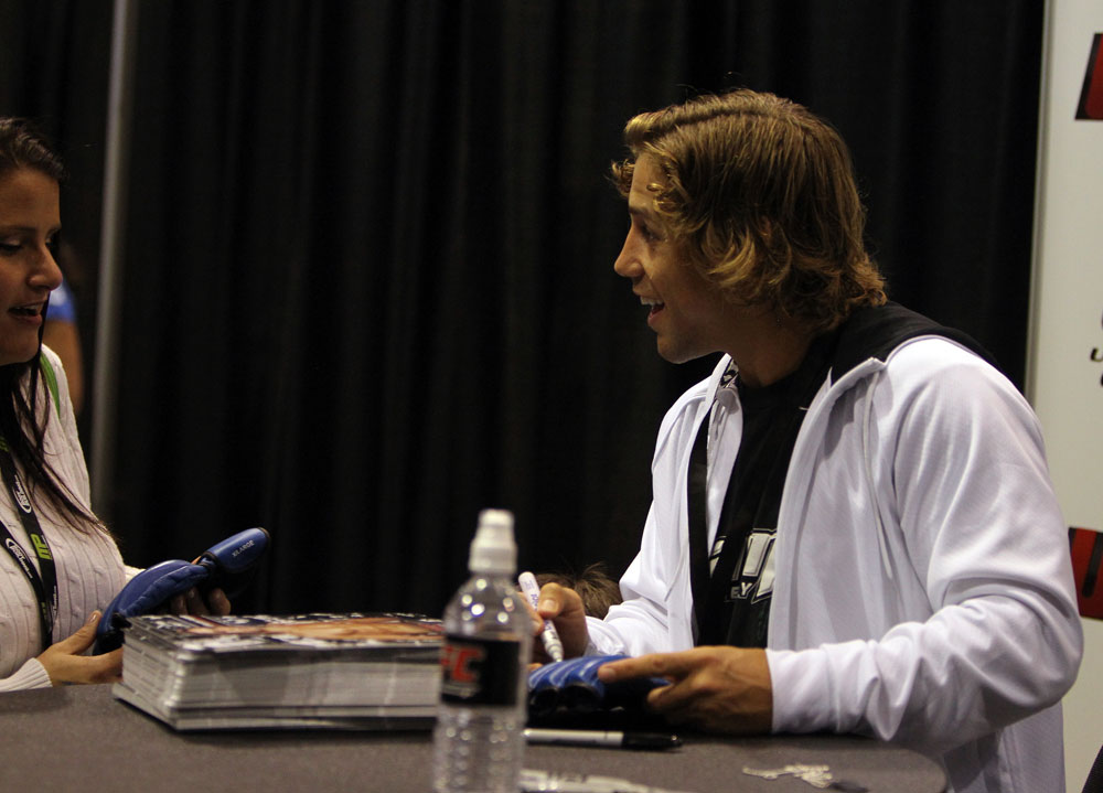 Urijah Faber signs gloves for a fan