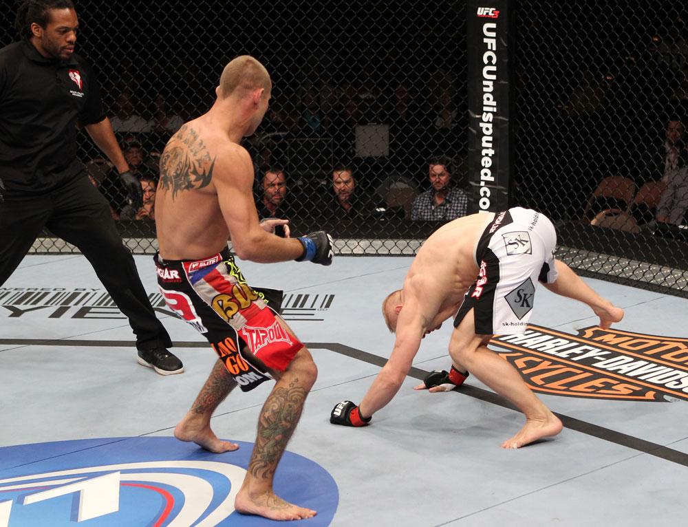 Donald Cerrone vs Dennis Siver