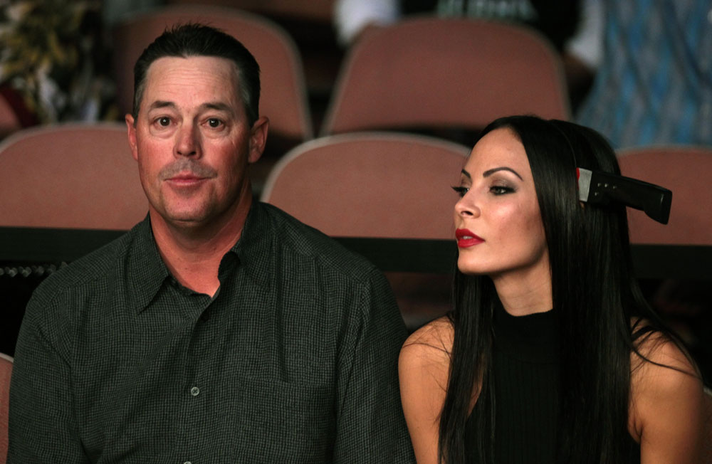 (L-R) Former MLB pitcher Greg Maddux and television personality Kenda Perez