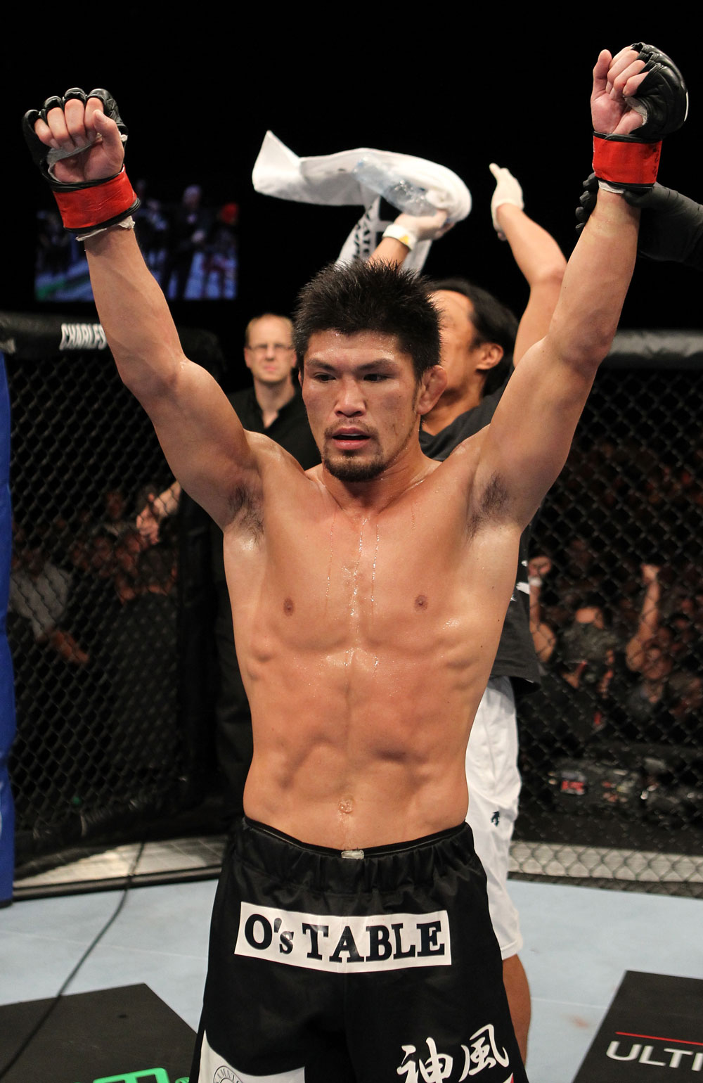 Michihiro Omigawa celebrates his win