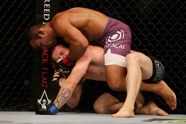 Prazeres attempts to lock in a choke hold