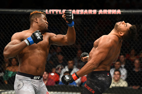 DETROIT, MI - DECEMBER 02: (L-R) Francis Ngannou of Cameroon punches Alistair Overeem of The Netherlands in their heavyweight bout during the UFC 218 event inside Little Caesars Arena on December 02, 2017 in Detroit, Michigan. (Photo by Josh Hedges/Zuffa LLC)