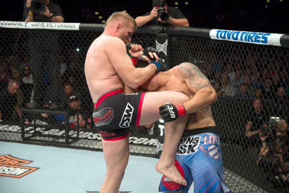 Barnett knees Mir