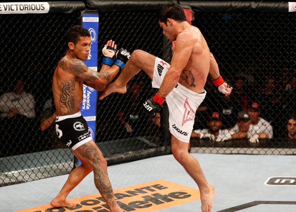Assuncao delivers a flying knee against Lee