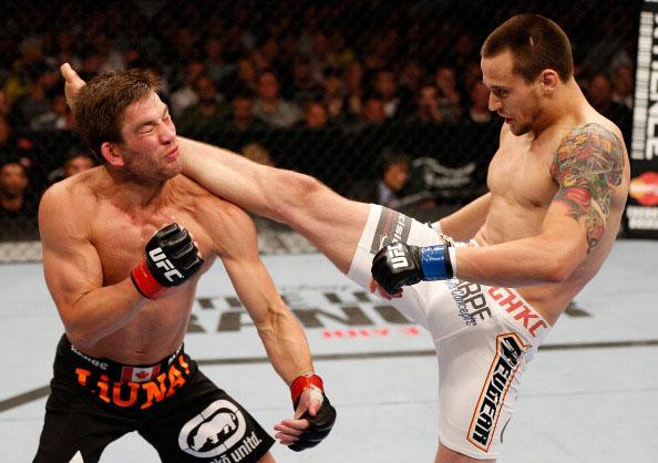 Krause head kick against Stout