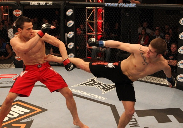 Krause battles Lawrence on TUF