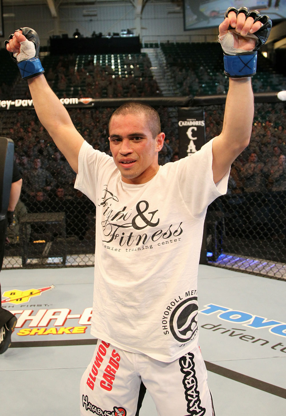 Cariaso celebrates his win over Campuzano.