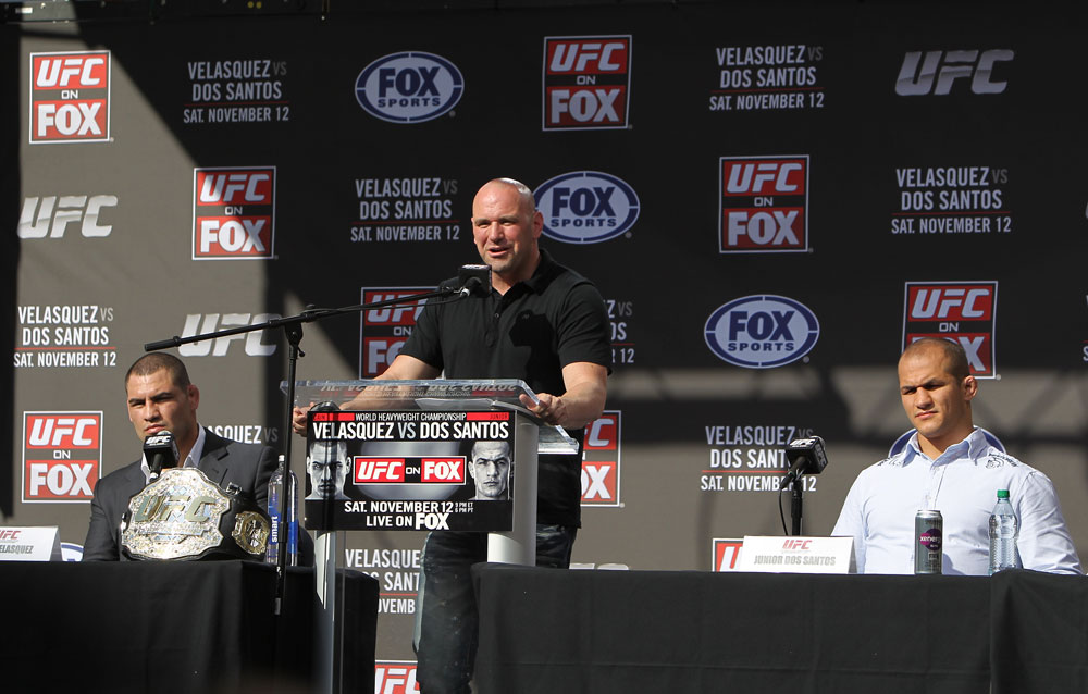 (L-R) UFC heavyweight champion Cain Velasquez, UFC President Dana White &amp; Junior dos Santos
