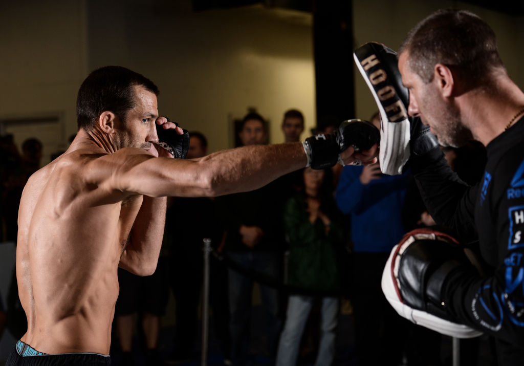 <a href='../fighter/Luke-Rockhold'>Luke Rockhold</a> holds and open workout session for fans and media on September 14, 2017 in Pittsburgh, PA. (Photo by Brandon Magnus/Zuffa LLC)