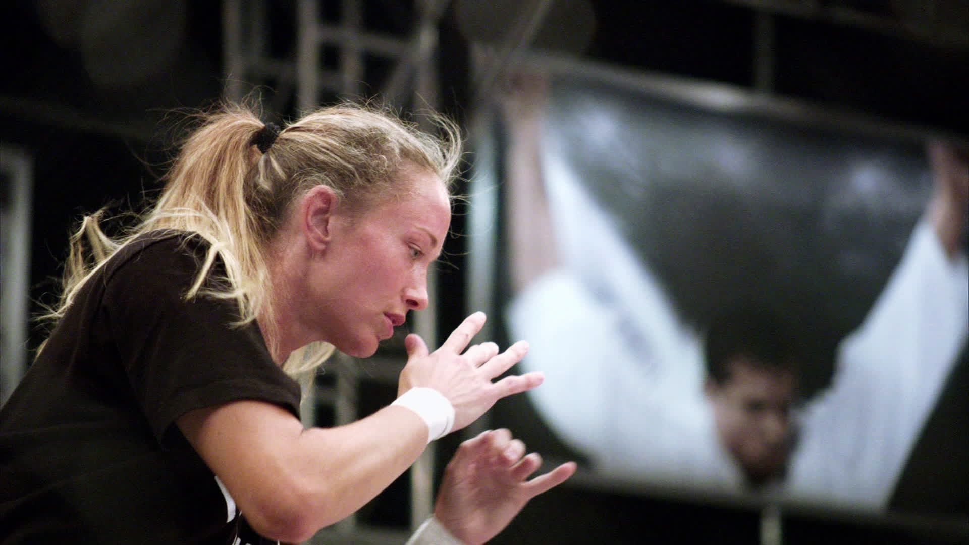 Jessica Rakoczy shadowboxing