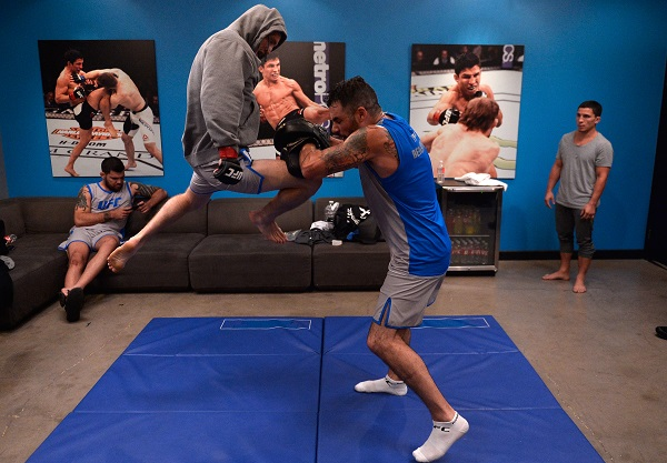 Tim Elliott warms up on Episode 10 of The Ultimate Fighter before his quarterfinal fight
