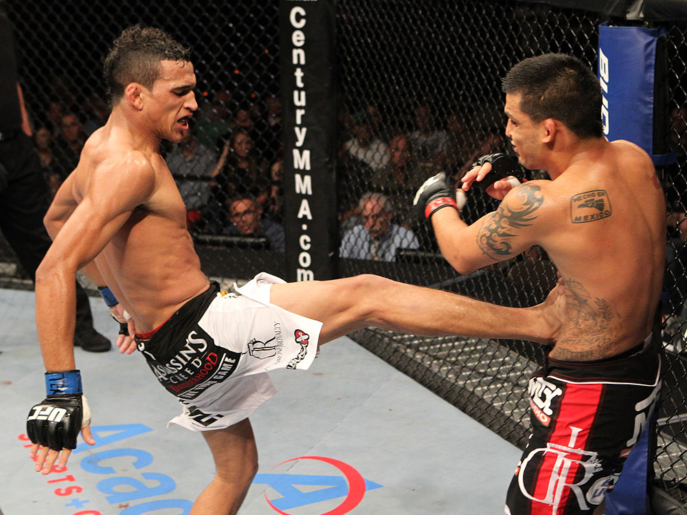 Charles Oliveira vs Efrain Escudero