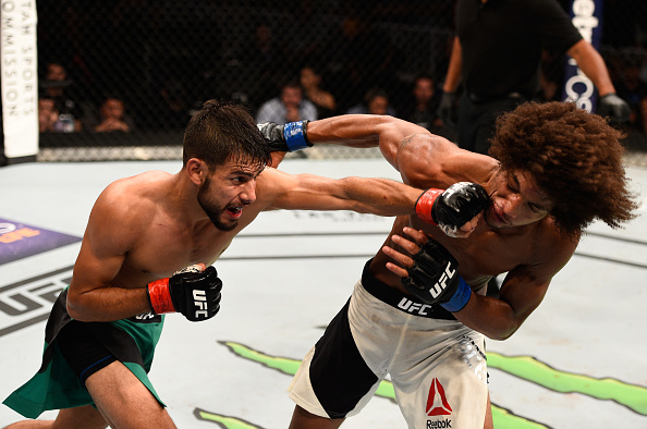 Yair rodriguez bate alex caceres ap s cinco rounds no ufc for Alex rodriguez mercedes benz clear lake