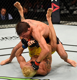 Darren Elkins lands a punch to the head of <a href='../fighter/Godofredo-Pepey'><a href='../fighter/Godofredo-Castro'>Godofredo Pepey</a></a> during the <a href='../event/UFC-Silva-vs-Irvin'>UFC Fight Night </a>on July 23, 2016 in Chicago, Illinois. (Photo by Josh Hedges/Zuffa LLC)