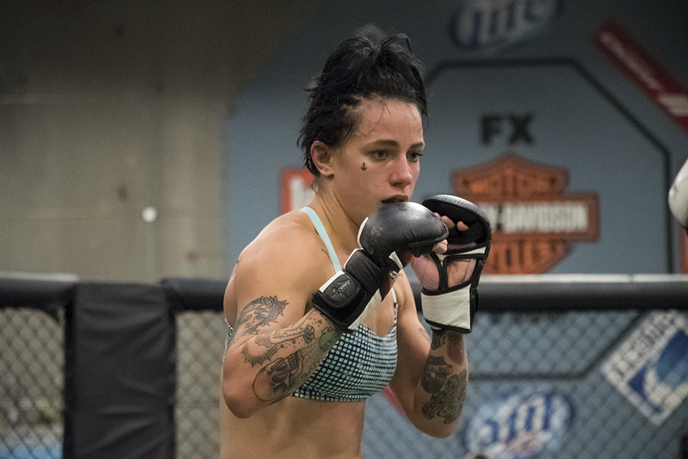 With 8-4-0 (1NC), Jessica-Rose Clark has a 58% striking accuracy (Significant Strikes) and 66% takedown accuracy. Numbers that she will try to use and improve against VanZant.