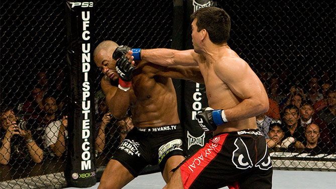 Machida vs Evans at <a href='../event/UFC-98-EVANS-vs-MACHIDA'>UFC 98,</a> 5/23/09 (Photo by Josh Hedges/Zuffa LLC)
