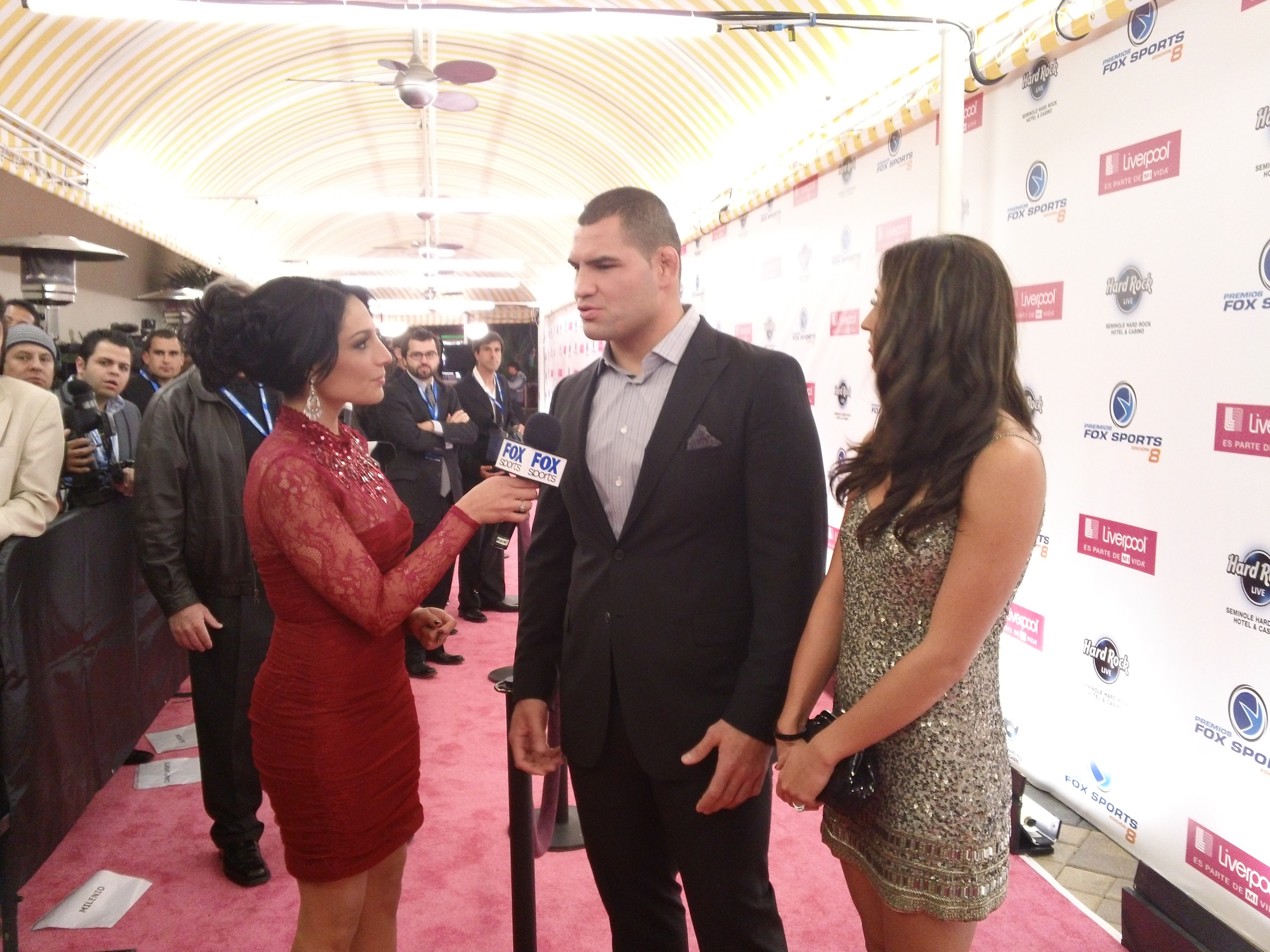 Cain Velasquez en la alfombra roja