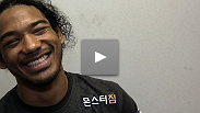 E oooooooo novo!!... O sonho de Benson Henderson vira realidade, enquanto se torna o novo campe&atilde;o peso leve do UFC&reg;. &quot;Smooth&quot; analisa a luta, e fala sobre o durto trabalho que lhe rendeu a vit&oacute;ria.