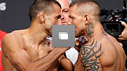 Pesagem do UFC®: Sotiropoulos vs Pearson em 14 de dezembro, 2012 no Gold Coast Convention & Exhibition Centre em Gold Coast, Queensland, Austrália.  (Foto de Josh Hedges/Zuffa LLC/Zuffa LLC via Getty Images)