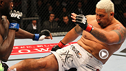 Cheick Kongo had strung together back-to-back wins before stepping into the Octagon against fellow heavyweight Mark Hunt. But the heavy handed Hunt opened the round with a powerful left hand that stunned the French fighter.