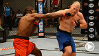 L'invaincu combattant originaire de l'Illinois, Corey Anderson, affrontait Kelly Anundson du Nevada lors de ce combat de la ronde éliminatoire de la série The Ultimate Fighter 19.