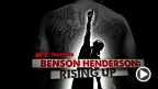 """UFCライト級王者へと登り詰めたベンソン・ヘンダーソンはその頂点へたどり着くまでに容易な路展裏を選ぶ事は無かった。しかし彼のスキル、ハート、そして強い決意とともに""""スクース""""はMMA界で最もエキサイティングで圧倒的なフィアターの一人となった。"""