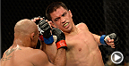 """フライ級のコンテンダー、クリス""""カミカゼ""""カリアーソがイリアルデ・サントス戦で連敗からの脱出を果たし、その後は3連勝を記録。タイトル挑戦ロードの第一歩となったサントス戦を無料で楽しもう。UFC 178で王者デメトリオス・ジョンソンに挑むカリアーソの挑戦をお楽しみに!"""