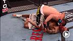 Dans cette vidéo de la technique MetroPCS de la semaine, le vainqueur de la série The Ultimate Fighter, Amir Sadollah, a forcé Damarques Johnson à taper à la suite d'une série de frappes.