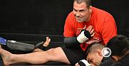 Escena eliminada de The Ultimate Fighter Latinoamérica, los peleadores se enfrentan a un alacnán