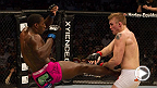 """라이트 헤비급의 """"미스터원더풀"""" 필 데이비스는 UFC 112에서 """"더 마울러"""" 알렉산더 구스타프손과 격돌했다. 브라질 리우 데 자네이로에서 열리는 UFC 179 코메인이벤트에서 데이비스와 글로버 테셰이라의 경기를 놓치지말자."""
