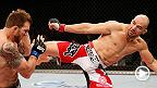 헤비급 랭킹 4위의 글로버 테셰이라가 레슬러 출신의 파이터 라이언 베이더와 격돌했다. UFC 179 코메인이벤트에서 필 데이비스와 테셰이라의 경기를 놓치지 말자.