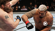 La lesión de rodilla del campeón Caín Velásquez le ha abierto la puerta a Mark Hunt para disputar el título interino de peso pesado de UFC contra el contendiente número uno Fabricio Werdum en UFC 180. Vea como Hunt duerme a Roy Nelson.