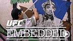 """Jose Aldo s'entraîne aux côtés de Junior Dos Santos.  L'aspirant Chad Mendes arrive à Rio. Phil Davis vérifie son poids et Glover Teixeira s'entraîne à remporter le tout premier combat de l'UFC par """"l'odeur""""."""